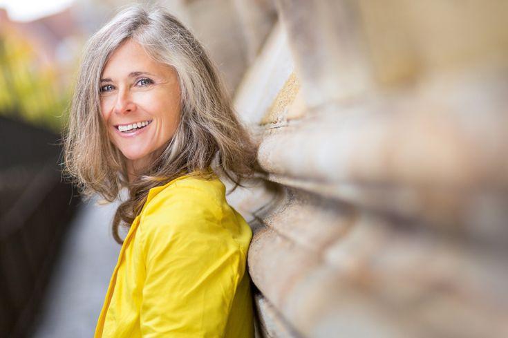 Oproep: Margriet zoekt 'grijshaarmodellen' voor een reportage in het blad. Dus is je haar 'vijftig tinten grijs' en show je dat maar wat graag? Wie weet sta jij dan binnenkort met mooie foto's in Margriet! Ben je pas nét grijs of al jarenlang grijs? Zit je haar nog in de tussenfase van grijs worden? Verf…