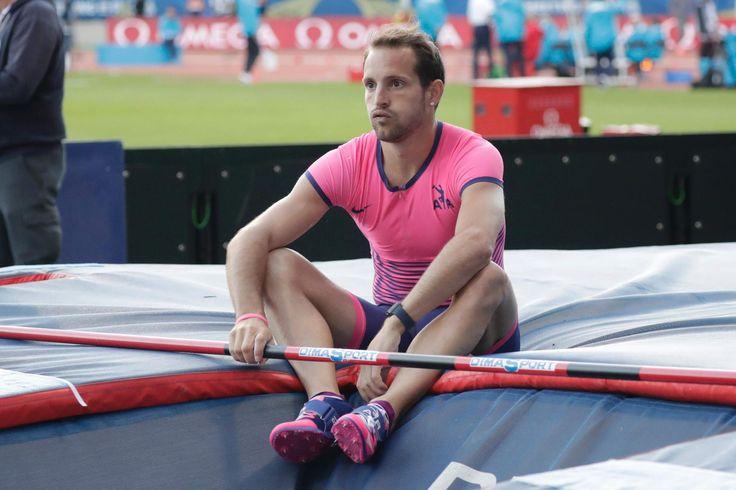 Le recordman du monde du saut à la perche (6,16 m) Renaud Lavillenie n'a pas caché son énervement contre la météo après être passé encore à côté de son concours (5,62 m), samedi au meeting de Paris, refusant toutefois de s'inquiéter juste avant les Mondiaux (4-13 août).