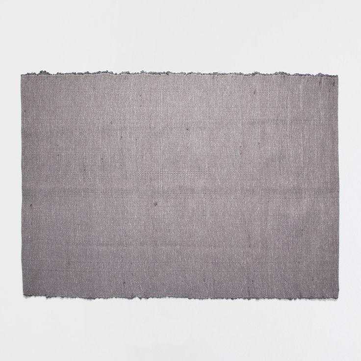 handgewebter teppich in grau teppiche schlafen zara home deutschland n e w f l a t. Black Bedroom Furniture Sets. Home Design Ideas