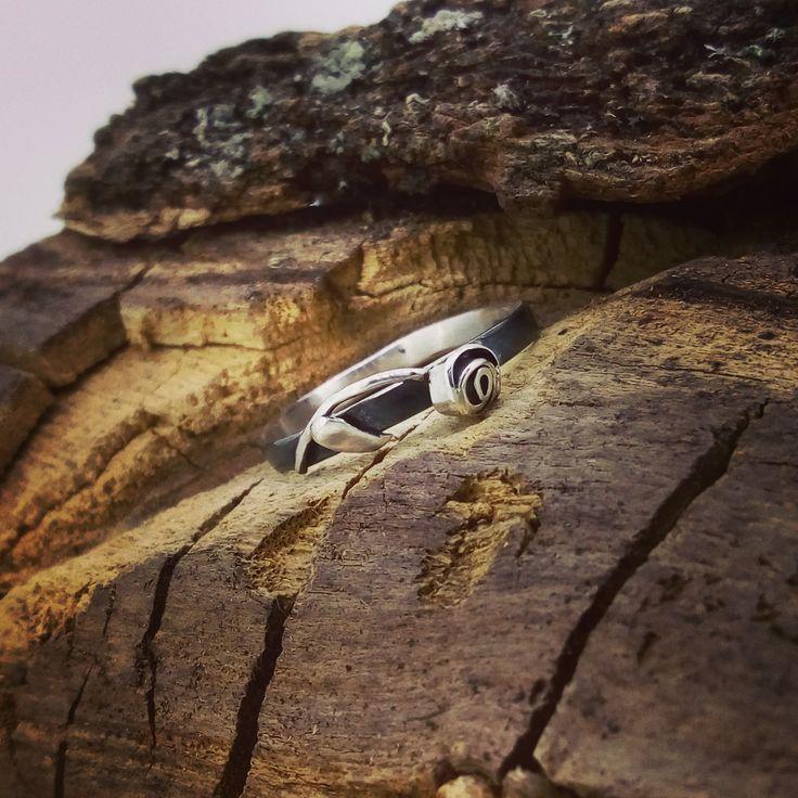 anillo de plata oxidada con flor, #artesanal #joyería #plata #flor