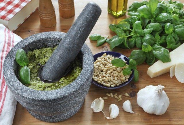 La ricetta per preparare in casa il pesto alla genovese