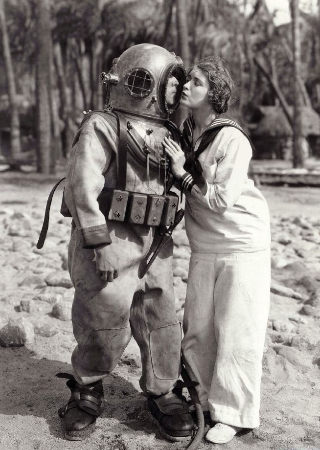 Buster Keaton and Kathryn McGuire in publicity still for The Navigator (1924, dir. Donald Crisp & Buster Keaton)
