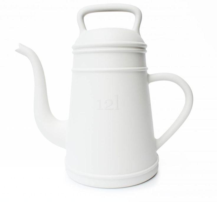 Van koffiepot tot gieter. Davy Grosemans past de formele en stilistische aspecten van een koffiepot aan in een gieter en creeert een nieuw verrassend product. D