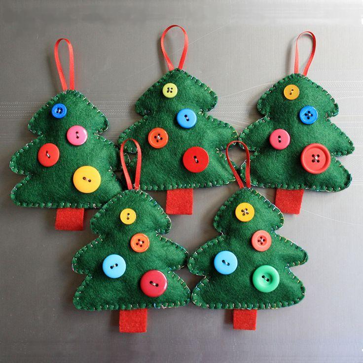 arboles de navidad diy con telas cojines botones perchas adornos