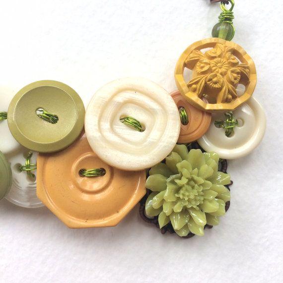 Dichiarazione pulsante collana con bottoni di buttonsoupjewelry