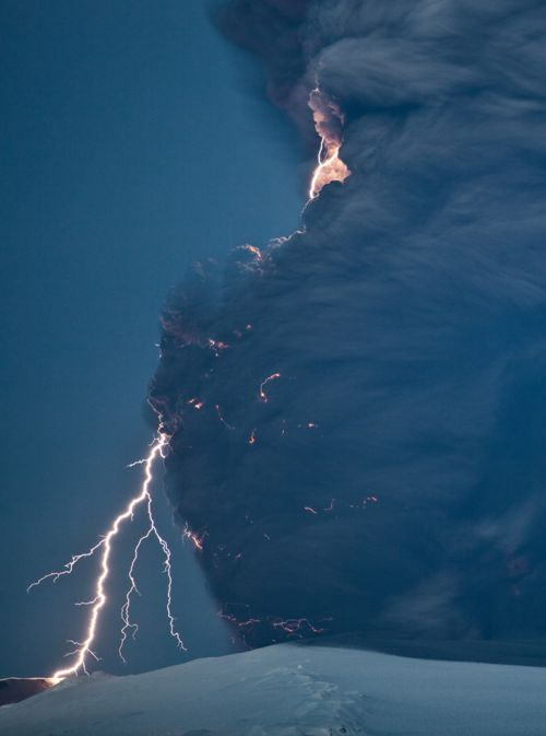 Amazing shot!... Would love to capture lightningPhotos, Clouds, Lightning, Volcanic Eruption, Mothers Earth, Beautiful, Mothers Nature, Weather, Storms