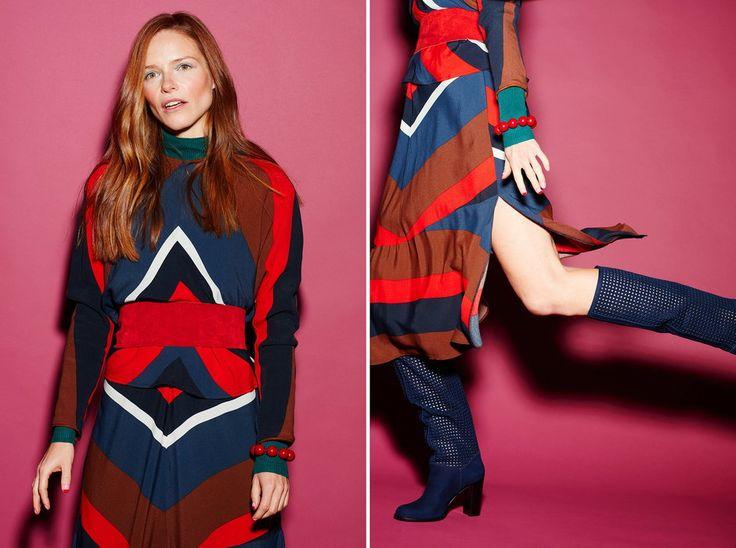 Bluzka: Zara, sukienka: Zara, golf: Marks&Spencer, pasek: vintage, bransoletka: Topshop, kozaki: Kazar