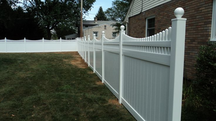 White Vinyl Privacy Fence with a Scalloped Victorian ...