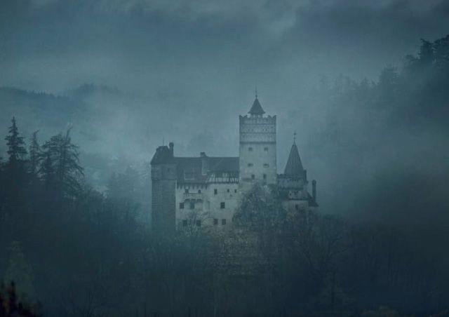 VINCI la notte di Halloween nel CASTELLO DI DRACULA, in Transilvania!