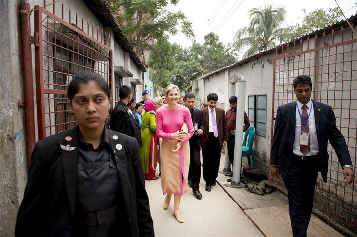 DHAKA - Koningin Máxima heeft dinsdag met een reeks besprekingen de tweede dag van haar VN-werkbezoek aan Bangladesh afgesloten. Na het enerverende veldbezoek in de ochtend volgde na een korte pauze een visite aan de gouverneur van de nationale bank en daarna een gesprek over de opzet van een nationale strategie voor het beter toegankelijk... (Lees verder…)