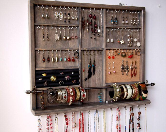 Porta gioielli. Grandi orecchini espositore. Deposito di gioielli di macchia grigia. supporto da parete orecchino montato. portagioie.  deposito di orecchini