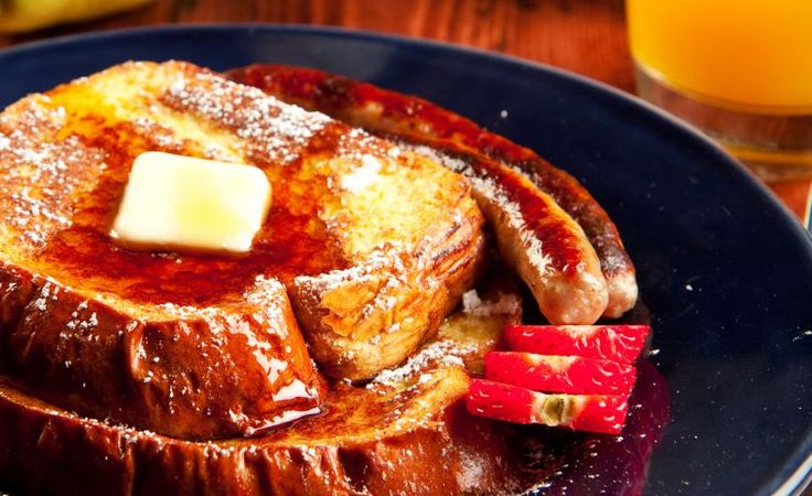 A Rabanada Francesa, também conhecida como French Toast, é um dos mais simples e mais conhecidos çpratos da culinária francesa. Molhadinha por dentro e sequinha por fora, um dos principais segredos para preparar esse prato francês de modo que fique perfeito, é não aper