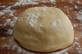 Hej alle sammen, i dag vil jeg lave den letteste mørdej opskrift til jer jeg overhovedet kunne, og den smager fantastisk! Jeg bruger denne mørdej opskrift til tærter, Napoleonshatte, medaljer, hindbærsnitter, og småkager!! Håber at i kan lide den. Ingredienser: 250 g mel 125 g smør 75 g f....