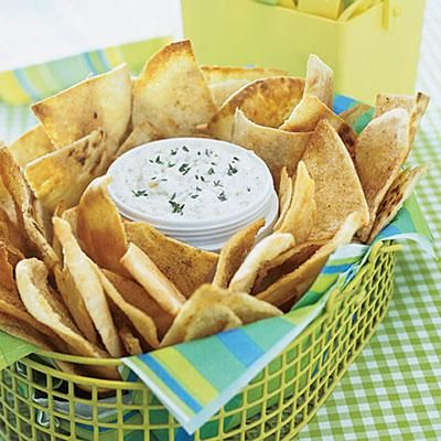 Super Bowl recipes: Garlic Pita Chips: Lunches Snacks, Garlic Pita, Fingers Food, Red Onions Dips, Make Ahead Lunches, Super Bowls, Pita Chips Recipes, Dips Recipes, Favorite Recipes