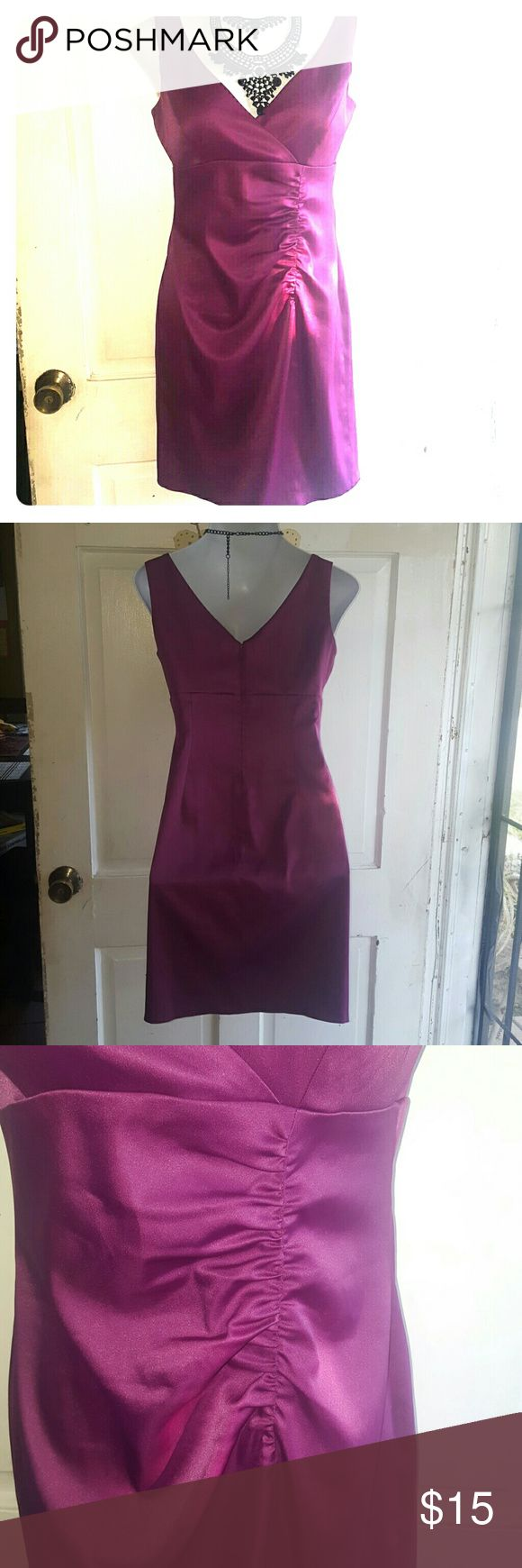 💣💣Jones Wear Dress. Purple satin look dress, with zipper down back. Very low neckline cut, looks gorgeous with any necklace or plain with your hair up and some beautiful earing dangling down.. ??. Worn once for an outdoor wedding, only couple hours, so this dress is in new conditions. Jones Wear Dress Dresses Midi