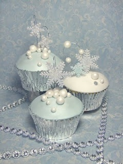 snowflake cupcakes for winter wedding dessert station, love the set up, would like the icing to be more fluffy