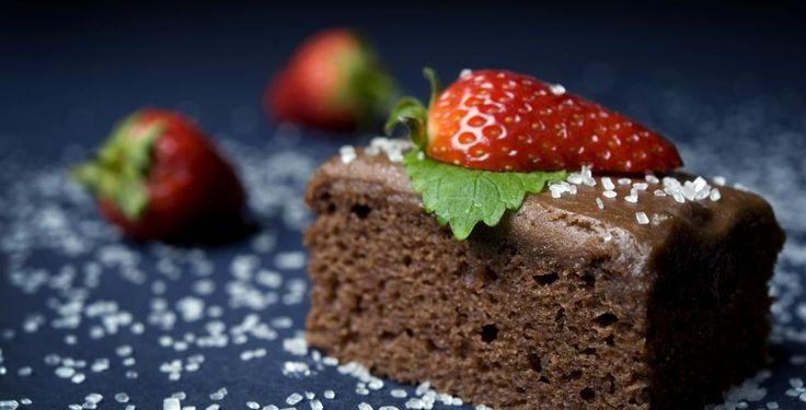 Enkel og saftig sjokoladekake med surmelk