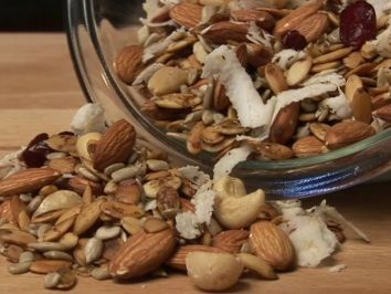 How To Make Low Carb Trail Mix - Includes Recipe for Low Sugar/Low Carb Trail Mix