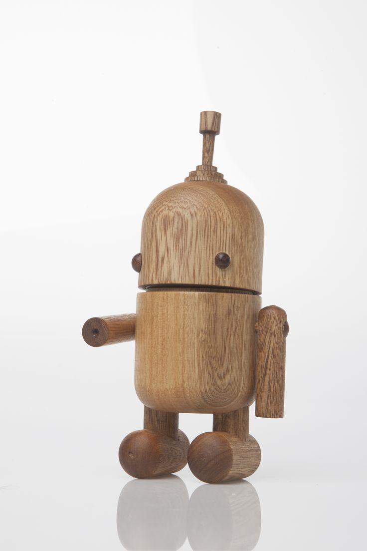robolfo. Designed by Camilo Cálad for Macrocéfalo Diseño. #robot #kids #infantil #juguetes #toys #niños #deco #wood #madera #design