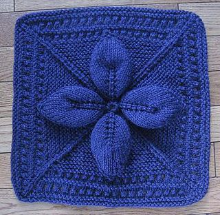 """Knit-Lucky 4-Leaf Afghan 12"""" block - my mom used to make these afghans all the time - she learned how from my grandma, but I couldn't get the pattern from either of them - now I can make it!!!"""