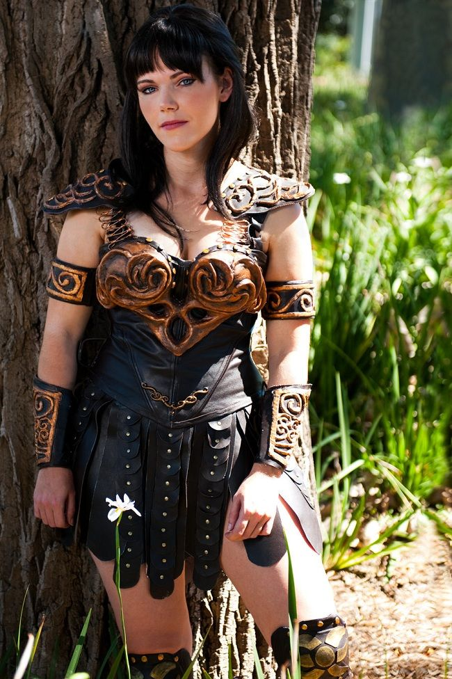 xena warrior princess cosplay - not bad! Oh God, I was OBSESSED with that show!!