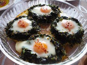 Ispanak Çanağında Yumurta. Kahvaltı için hazırladığım kolay, lezzetli bir tarif. Üstelik akşamdan ıspanak çanaklarını hazırlayıp buz do...