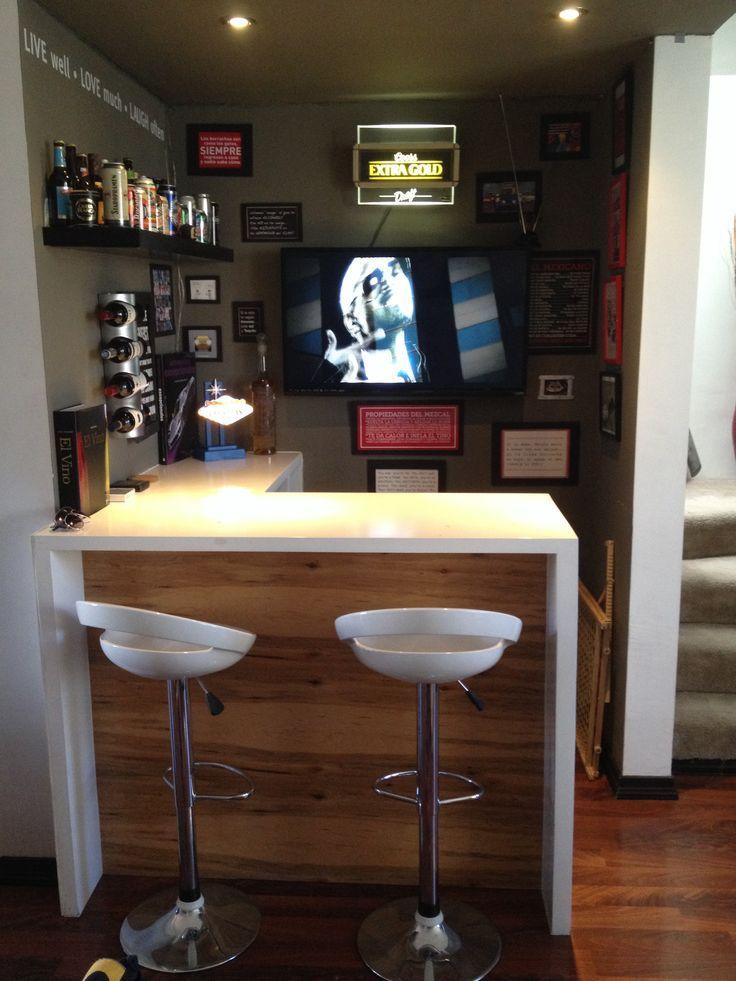 Peque o bar con tv en casa buscar con google bar for Bar madera pequeno