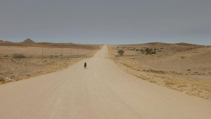 Viaje en bicicleta por Namibia. De Uis a Henties Bay