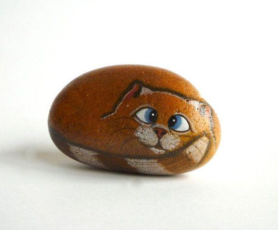 Piccola mano dipinta River Rock gatto gatto di qvistdesign su Etsy