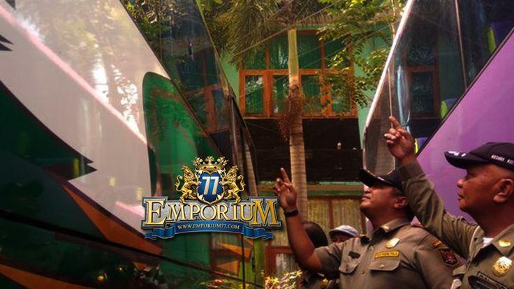 Bus Yang Digunakan Para Pemain PSMP diLempari Telur Busuk dan Batu