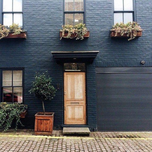 Exterior Design Trend Light Wood Doors Becki Owens Casas De Ladrillo Pintadas Casas De Ladrillo Pintura Fachadas De Casas