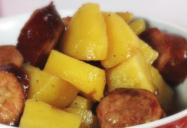 Un plat classique, simple et efficace, pratiquement inratable, voici la recette durougail saucisse et pomme de terre avec Cookéo. Pour 4 personnes.