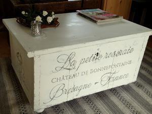 Gammal kista soffbord sideboard med fransk text