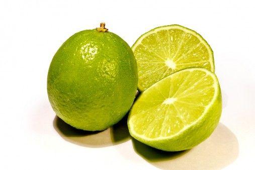 Zielone, małe cytryny są nie tylko dobre do jedzenia. Jak się okazuje, odpowiednio zastosowane oczyszczają dom ze złej energii, a nawet mogą przynieść bogactwo i miłość...