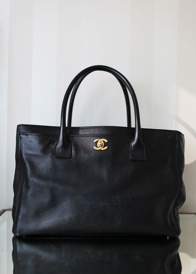 CHANEL Black Caviar Leather Cerf Executive