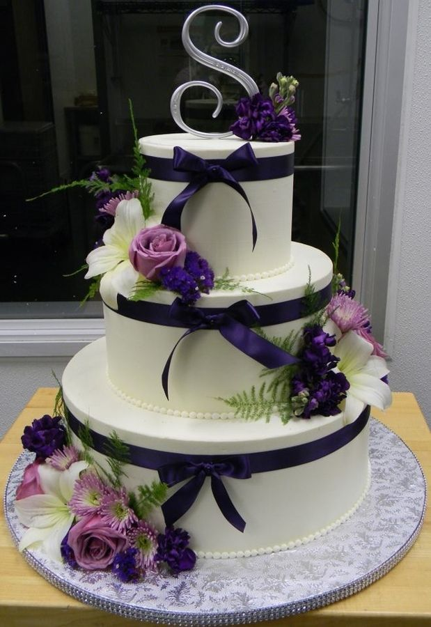 Love the color of the flowers and the way they are arranged on the cake. Just needs some piping (Don't like the bows on the ribbon)