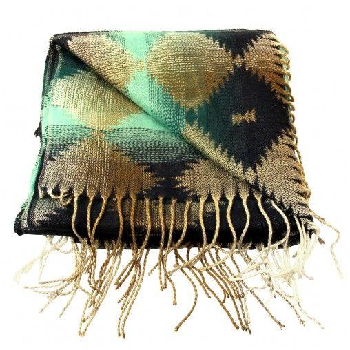 Groene sjaal met blauw, beige en witte print en franjes. Afmetingen zijn 180 x 60cm. 100% Acryl.