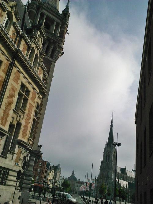 Le grand classique du Nord: la CCI (au premier plan), l'église et au fond la Mairie. Les 3 pouvoirs qui s'observent. Les 3 clochers qui s'affrontent? - Tourcoing (59)