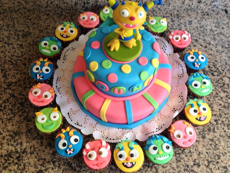 Henry Hugglemonster cake and cupcakes Henry el monstruito https://www.facebook.com/pages/Caros-Cupcakes/150733977371