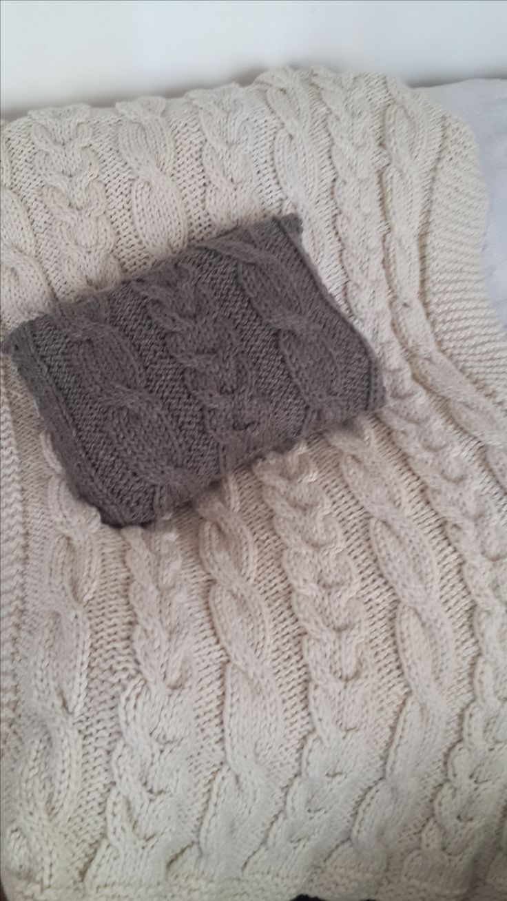 Pie de cama tejido con almohadon