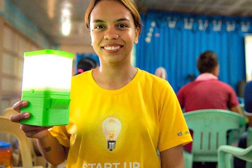 Pinay scientist creates lamp that runs on saltwater | ABS-CBN News - August 2nd, 2015