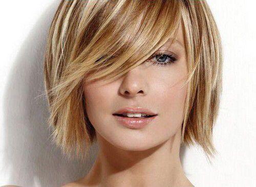 Straight short blonde hair with bangs - Capelli corti lisci biondi con frangetta.