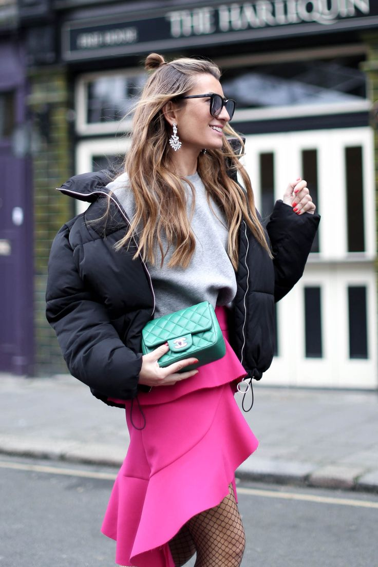 POP OF PINK IN #LFW london http://stylelovely.com/bartabacmode/2017/02/pop-pink-lfw