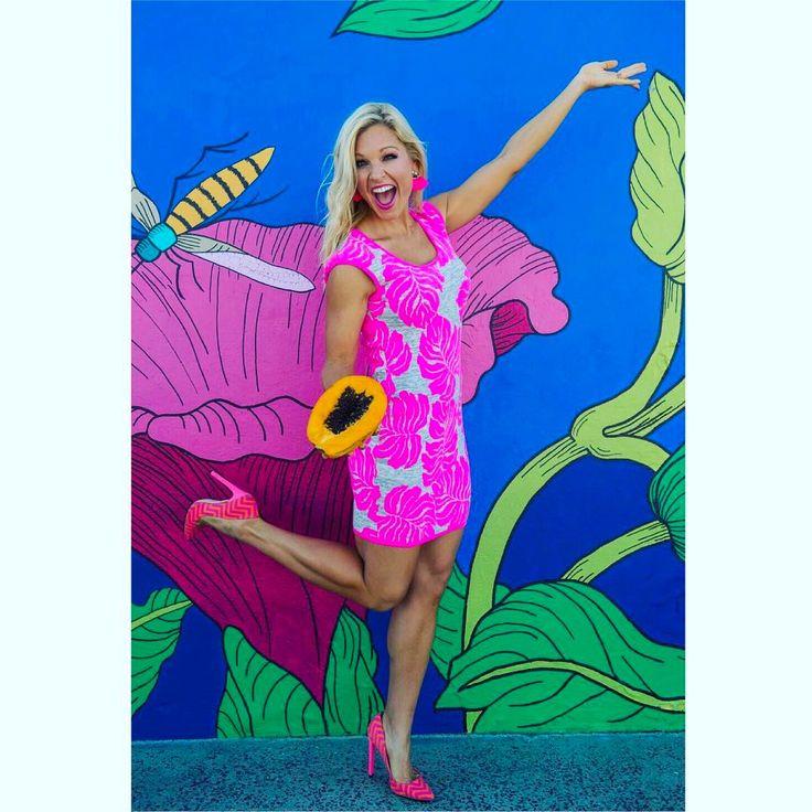 """Anna Kooiman (@annakooiman) on Instagram: """"NEW! On AnnaKooiman.com #getthelook #shopthelook Pretty Pink Palm Dress, Hot Pink Pumps, Pink Fan…"""""""
