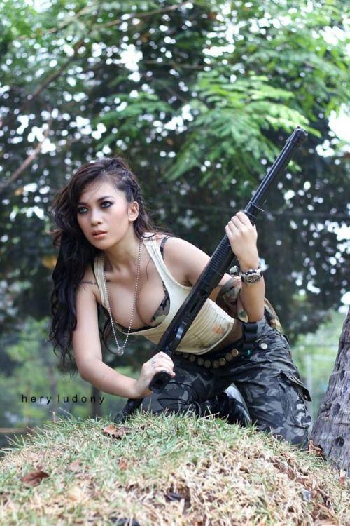 [Image: ff0d1e1d720aa34c76fb66a2b6a45b36--hot-co...s-guns.jpg]