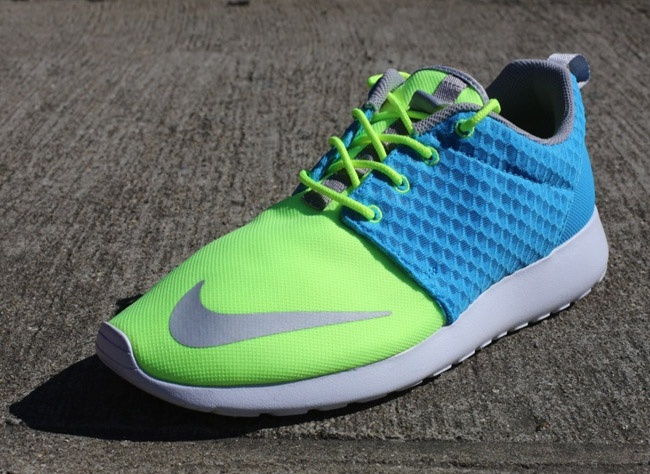 NIKE RosheRun FB Yeezy Current BLUE Chrome LIME white Sz 10