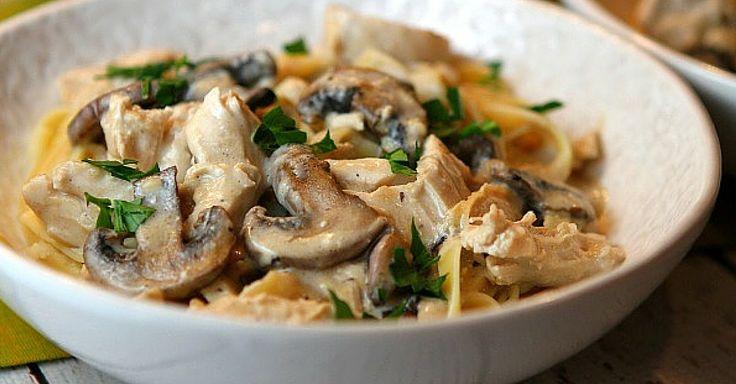 Krémové těstoviny s kuřecími kousky, žampiony a česnekem