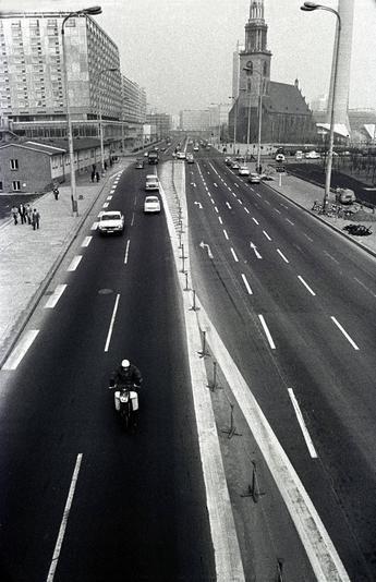 1976 Karl Liebknecht Strasse, Berlin Mitte. *** bevor das Palast Hotel gebaut wurde ****