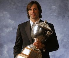 Scott Niedermayer wins the Norris Trophy in 2004 as the league's best defenseman.