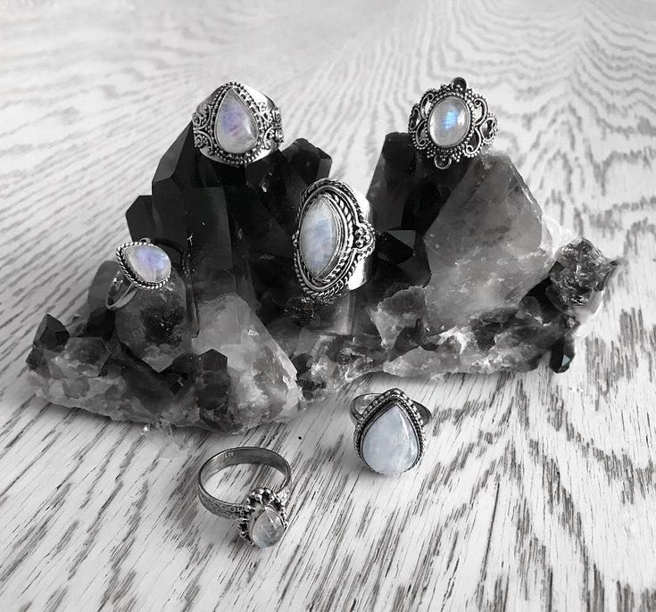 Moonstone is believed to help us cope with stress and anxiety. It is also believed to give us power to love and heal ourselves. ✨Sounds good on a rainy working day in January, dosen't it. 😙  #hellaholics #moonstone #sterlingsilver #rings #jewellery #healing #crystals #stone #jewellery #boho #bohemian #jewelry #witch #witchy